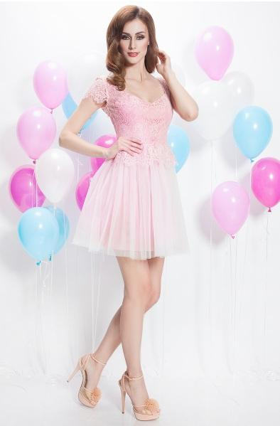 Choose to be remarkable wearing a very delicate outfit - the short occasion dress. With lace bust in pastel shades of pink and white tulle skirt, the short dress is stands by its feminine color.