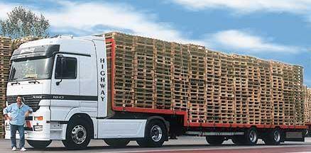 Camion Italpallet in partenza per la consegna
