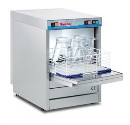 Il modello di lavabicchieri per bar e birrerie TS830 è dotato di cesto 40x40 cm, doppia scocca, porta bilanciata, tre cicli di lavaggio, thermostop, funzione rinse now, termostati regolabili.