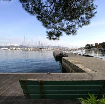 Il Ristorante è raggiungibile anche dal mare, grazie al porticciolo.