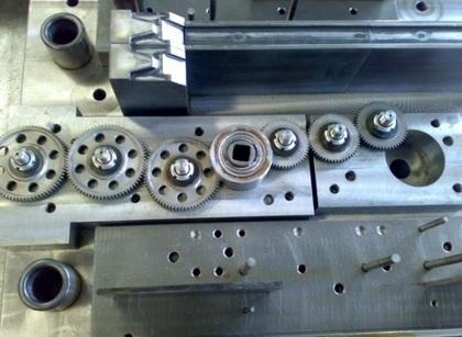 •Stampi trancia progressivi in acciaio  •Stampi a blocco •Maschere di controllo •Particolari meccanici •Particolari plastici •Unità di meccanica di precisione.