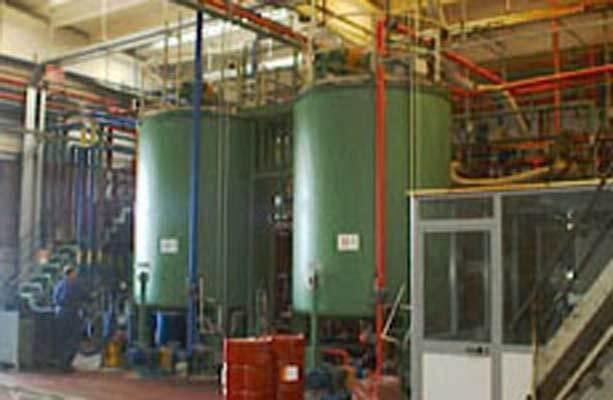 Nella fase della Formulazione Materiali avviene la preparazione dei due componenti base del poliuretano: il prepolimero ed il poliolo.