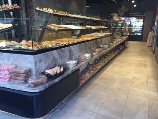 - ENTEK Refrigeration -                                      - Newly designed heated counter with heated shelfs - LED Light - up to 2 heated shelfs  - can be combined with refrigerated pastry case.