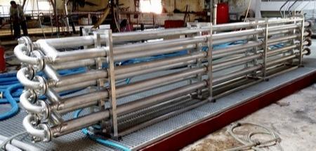 Tubular exchanger with twisted inner tubes