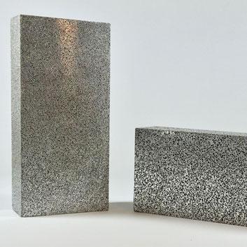 Blöcke aus porösem Aluminium - für die Fertigung von Schäum- und Tiefziehwerkzeugen, für Vakuumtischen und Schallisolierende Platten. In unterschiedlichen Porengrössen nach Ihren Wunsch.
