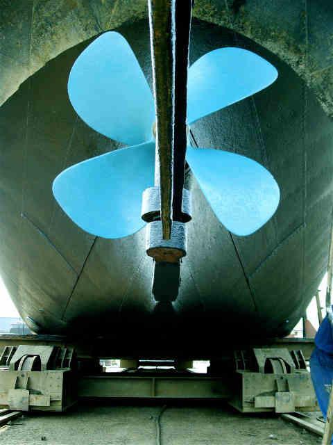 FLUVIAL SERVICE est le spécialiste du remorquage de bateaux et  entretien des bateaux par FLUVIAL SERVICE.Fluvial Service spécialiste de la navigation fluviale et tourisme fluvial.01 60 75 71 27.