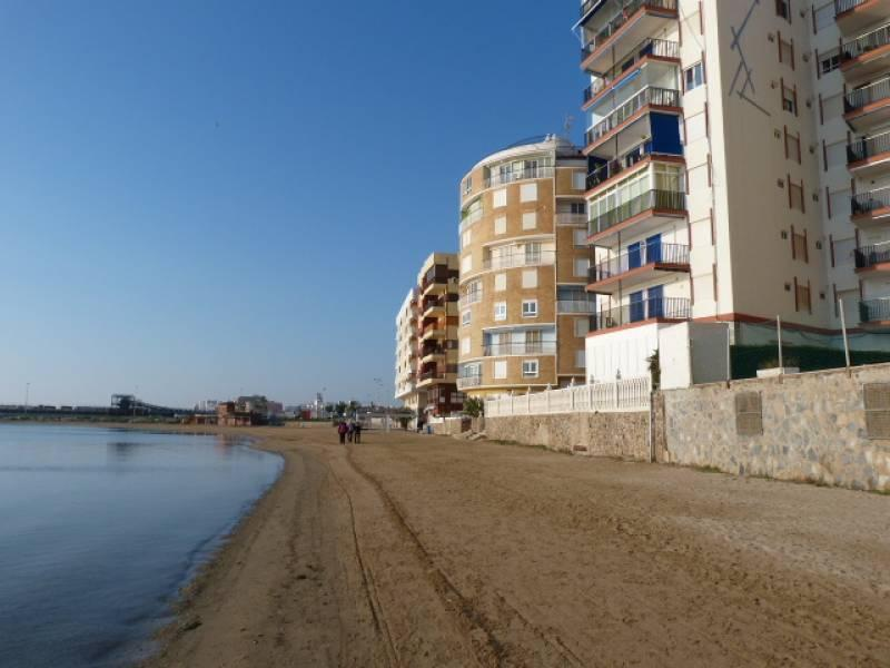 3 bedrooms apartment situated in the first line of the beach, with stunning views of the sea.
