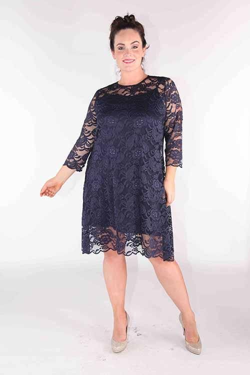 LACE SHIFT SWING DRESS WITH THREE-QUARTER SLEEVES