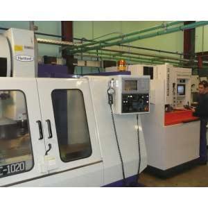 Nous sommes équipés d'un atelier mécanique complet à commande numérique et nous travaillons également avec des partenaires moulistes Européens et Asiatiques soigneusement sélectionnés.