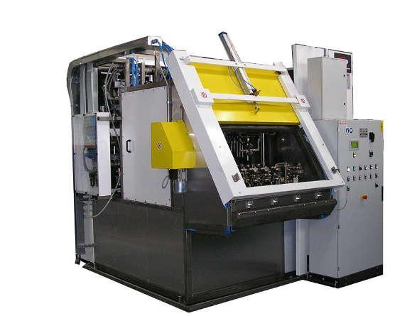 Impianto di lavaggio alta pressione con getti mirati funzionante con soluzione acquosa per il lavaggio di manufatti derivanti da lavorazioni meccaniche.