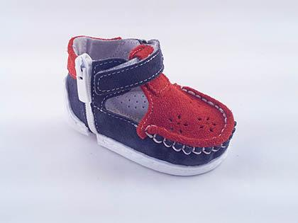 Kapchitsa A5 D1 are toddler shoes made only from high quality materials. The orthopedic insole and real lining ensure the comfort for your kids' feet.