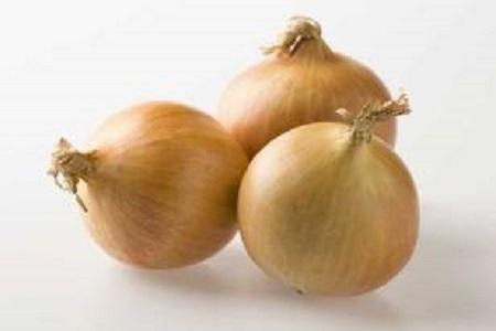 Onions are offered by G. Sevenhuysen V.O.F. throughout the year. We deliver both the familiar yellow as well as the red onions.