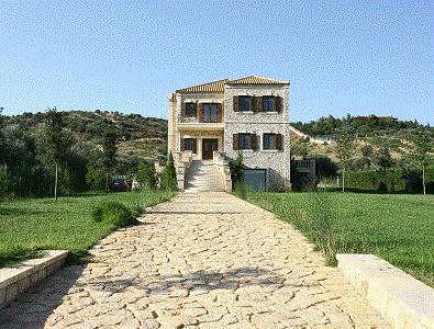 Κατασκευή πέτρινης κατοικίας στην περιοχή της Παιανίας. Το σπίτι αυτό προσφέρει χώρο 300 τ.μ. έναν τεράστιο καταπράσινο κήπο καθώς και πολλές άλλες ανέσεις.