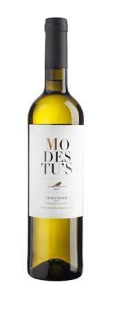 Modestu's Vinho Verde Branco é proveniente das castas tradicionais da sub-Região de Basto. De cor citrina, um aroma fresco e frutado, apresenta-se na boca expressivo com final longo e agradável.