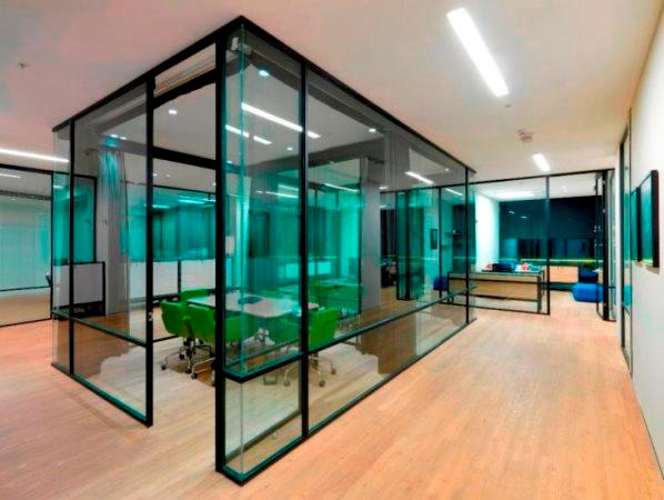 EPART BLACK ART single glazing system This single glass with horizontal and vertical sections where simple yet rich designs bring minimalist interior design to the fore.