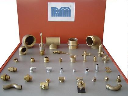 Racores para roscar fabricados en latón. Brass threaded fittings.