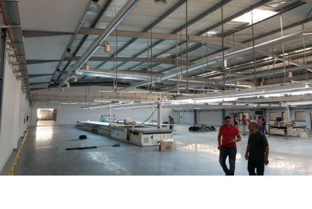 vue sur l'éclairage de la salle de coupe de l'usine TLS groupe ZANIER sise à la zone industrielle d'essahline gouvernorat de Monastir Tunisie.