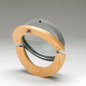 Oblò per muro con apertura basculante, la parte esterna è in fusione d'alluminio la parte interna in legno, verniciabile di qualsiasi colore della tabella Ral. monta un vetro termopan da 30 tre misure