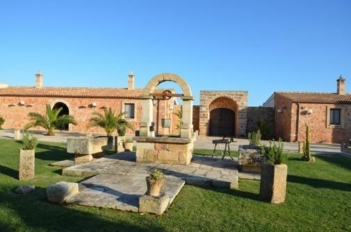 Masseria ChiccoRizzo è una struttura del 1700 utilizzata anche come stazione di sosta e nel pieno stile architettonico delle masserie a Lecce.