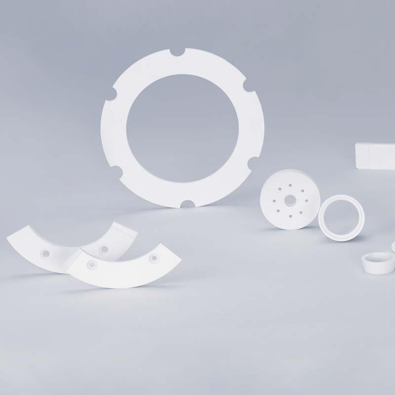Bearbeitete Sinterkörper aus Bornitrid für die PVD-Industrie. HeBoSint ist eine technische Keramik, die zur elektrischen Isolierung und Abschirmung in PVD-ARC- und Plasma-Anlagen eingesetzt wird.