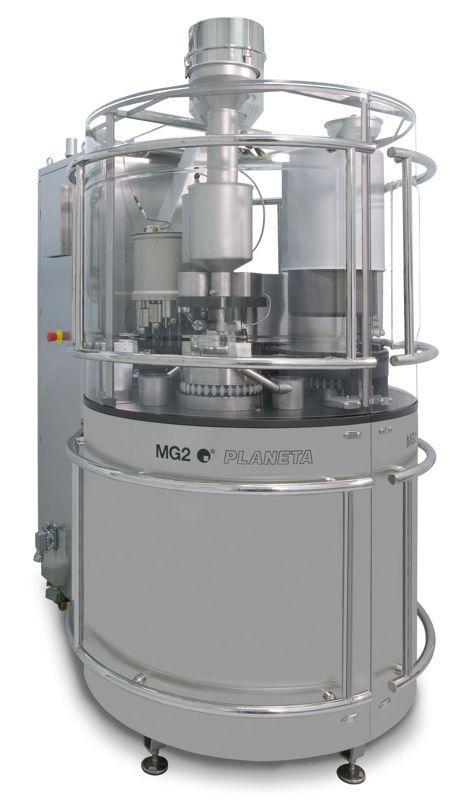 Opercolatrice a movimenti continui per velocità di produzione da 6.000 a 100.000 capsule/ora, estremamente flessibile grazie ai vari gruppi di dosaggio disponibili ed intercambiabili