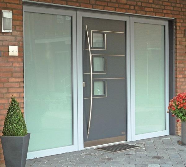 Moderne Türfüllungen in flügelüberdeckender Optik für Kunststoff-, Aluminium- und Holzhaustüren.