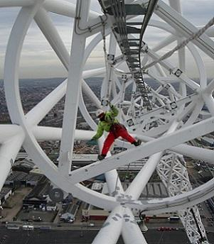 High level coating of the Wembley Stadium arch using rope access.