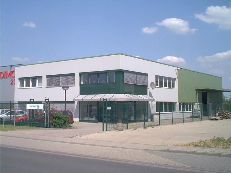 Bürogebäude - Produktions- + Lagerhalle