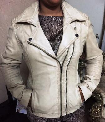 Cross zipped trendy ladies real sheep leather jacket . Eur.40.00 C&F by air Europe minimum order 100 jackets