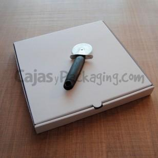 Caja para Pizza en canal Micro de 2 mm. de color blanco. Medidas: 30,5 x 30,5 x 3,5 cm. Cartón de alta calidad 100% Reciclable. Respetuoso con el Medio Ambiente.