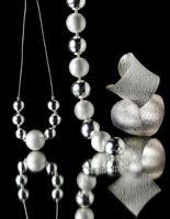In foto dettaglio collane in argento.