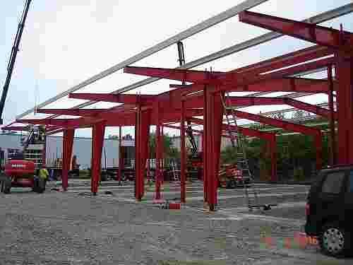 Stahlhallenkonstruktion PKW-Ausstellungshalle