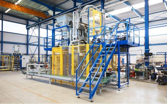 Bag filling machine with AROVAC® vacuum technology