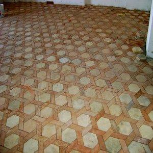 pavimento realizzato dal taglio di due antichi pavimenti rilavorati
