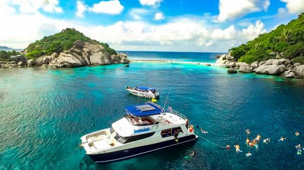 Koh Samui Snorkeling from a luxurious Tour-Yacht-Catamaran.