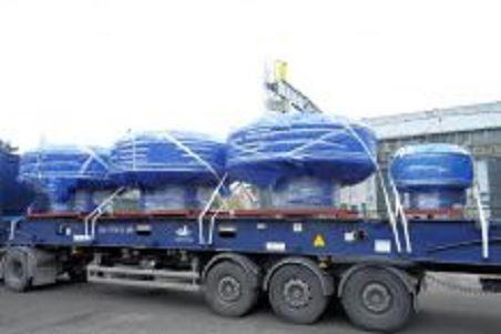 We cooperate with a wide range of transport companies which own dump semi-trailers, semi-trailers and specialized in the transport of large products.