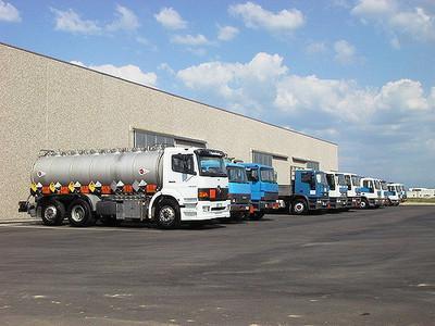 Flotta di automezzi per il trasporto in sicurezza di tutti i prodotti per l'industria tessile, la cartaria, la metalmeccanica, l'enologica, ecc