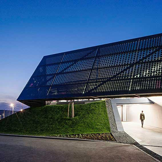 Picture of an illumined BIPV facade.