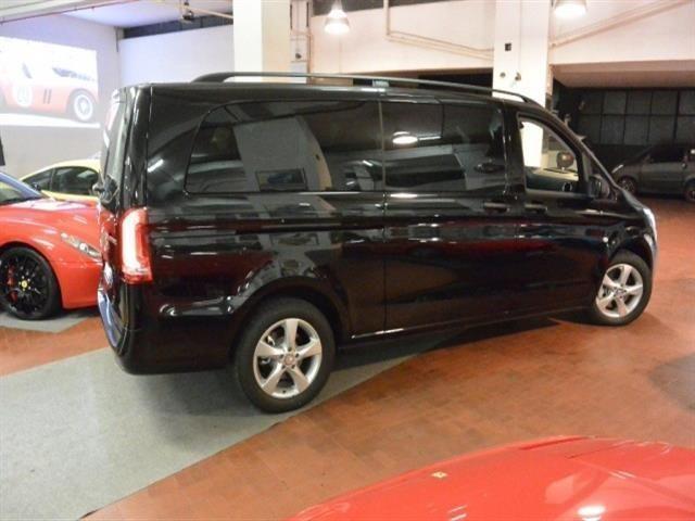 il minibus  e dotato moltissimi optional per il vostro comfort e sicurezza , all'occorrenza dispone di rampa per passeggeri con mobilità ridotta in carrozzina