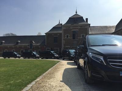 Wij voorzien shuttle vervoer voor events, huwelijken, jubileum, ...! Steeds met zwarte, luxe Mercedes mini-vans.