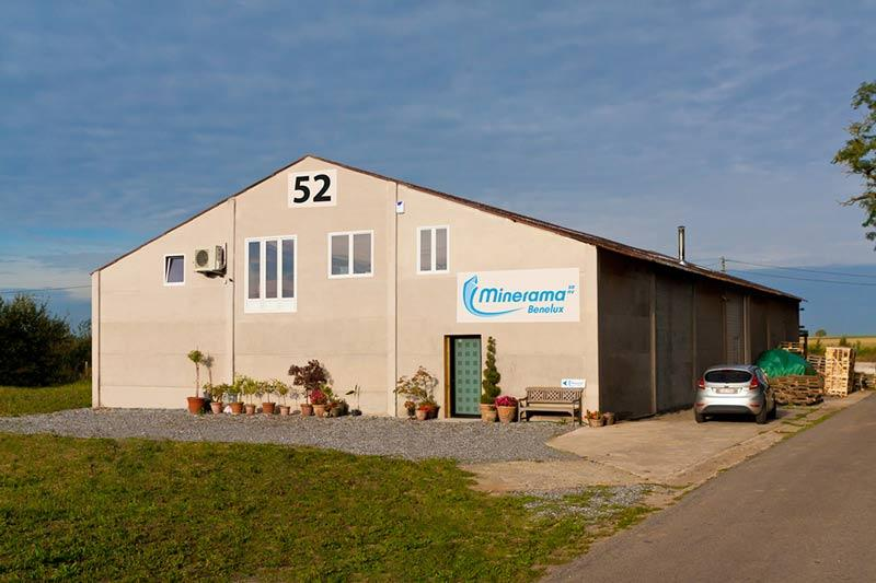Showroom and warehouse in Avennes.