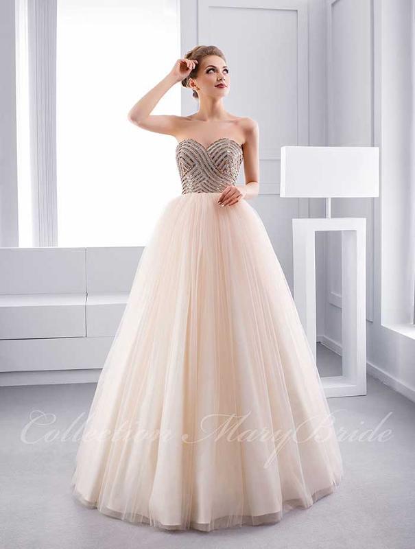 Beautifull wedding gown.