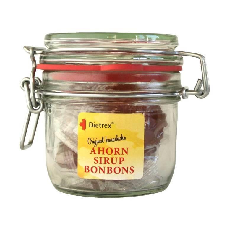 Dietrex® Original Kanadische Ahornsirup Bonbons werden aus naturreinem Ahornsirup und Glukosesirup hergestellt. Unsere Ahornsirup Bonbons erhalten Sie im praktischen wiederverschließbaren Bügelglas.
