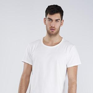 Organic t-shirt round neckline short sleeve raw edge finishing