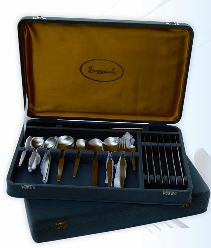 Stainless Steel Cutlery Set Gift Pack, 8 Table Spoon, 8 Table Knives, 8 Table Forks, 8 Tea Spoons, 2 Serving Spoons, 2 Curry Serving Spoons