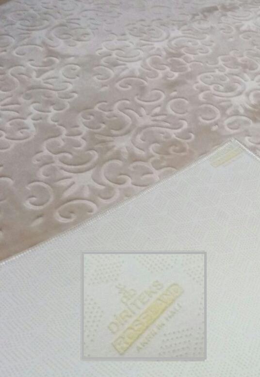 Non-slip acrylic carpets