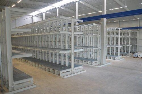 Kragarmregal mit Gitterrostauflagen