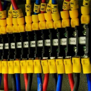 Brindamos soporte y mantenimiento tecnológico para servidores de dominio corporativos.