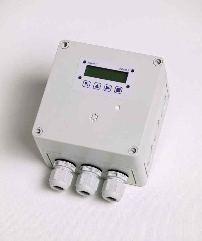 SPC-X3,24 VDC, Alarm: 1.+2. Relais Output 30 VAC/DC 0,5 A max.,3. interner Warnsummer, 4. Open Collector, Messbereich:0-300ppm, Warnleuchte, ext. Schnittstelle, Sprache Kunstst.geh. 130*130*75mm IP65