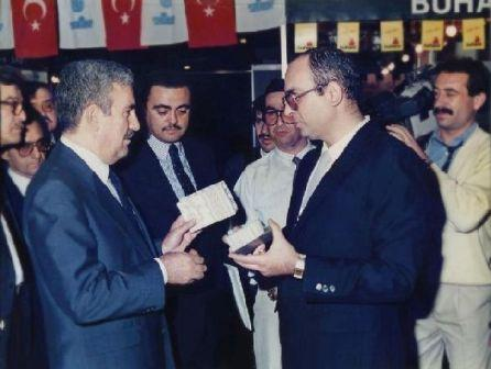 """AT THE SAME EXHIBITION, THE VISITORS  ALSO VIEW THE FURNITURE, STEEL AND GYPSUM """"LIGHT SANDWICH PANELS"""" MADE BY OUR AKTIF® PAPER HONEYCOMB. 5 OCTOBER 1987"""